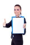 Geschäftsfrau, die ein Klemmbrett anhält Lizenzfreie Stockfotos