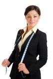 Geschäftsfrau, die ein messendes Band trägt Lizenzfreie Stockfotografie
