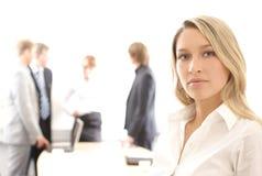 Geschäftsfrau, die ein Team führt Lizenzfreie Stockfotografie