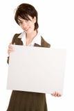 Geschäftsfrau, die ein unbelegtes weißes Zeichen anhält Stockfoto