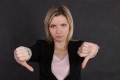 Geschäftsfrau, die eine Geste zeigt,   Lizenzfreies Stockfoto