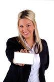 Geschäftsfrau, die eine Karte anhält Stockbilder