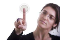 Geschäftsfrau, die eine Taste bedrängt Lizenzfreies Stockbild