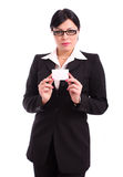 Geschäftsfrau, die eine unbelegte Karte zeigt Stockbilder