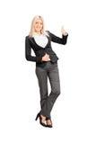 Geschäftsfrau, die einen Daumen aufgibt Lizenzfreie Stockbilder