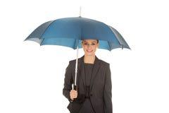 Geschäftsfrau, die einen Regenschirm hält Lizenzfreies Stockbild