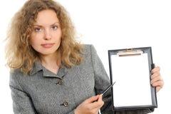 Geschäftsfrau, die etwas darstellt Stockbild