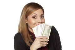 Geschäftsfrau, die Geld anhält Lizenzfreie Stockbilder
