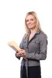 Geschäftsfrau, die gesetzliche Dokumente verwahrt Lizenzfreies Stockfoto