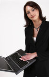 Geschäftsfrau, die Ihnen ihren Computer zeigt Lizenzfreies Stockbild
