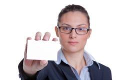 Geschäftsfrau, die ihre Karte darstellt Stockbild