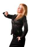 Geschäftsfrau, die ihre Uhr betrachtet Stockfoto