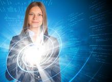 Geschäftsfrau, die ihren Finger auf dem Glühen zeigt Lizenzfreies Stockbild