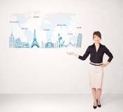 Geschäftsfrau, die Karte mit berühmten Städten und Marksteinen darstellt Stockfotos