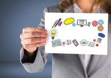 Geschäftsfrau, die Karte mit dem Ikonendenken hält vektor abbildung