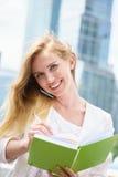 Geschäftsfrau, die Kenntnisse nimmt Stockfotografie
