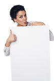 Geschäftsfrau, die leere Kreditkarte zeigt Stockbild