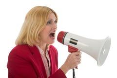 Geschäftsfrau, die Megaphon verwendet stockbilder