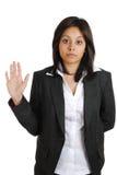 Geschäftsfrau, die mit der Hand angehoben verspricht Stockfotografie