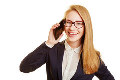 Geschäftsfrau, die mit einem smpartphone nennt Lizenzfreie Stockbilder