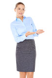 Geschäftsfrau, die mit ihren Händen zeigt Lizenzfreies Stockfoto