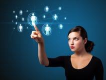 Geschäftsfrau, die modernen Sozialtypen der Ikonen bedrängt Stockbilder