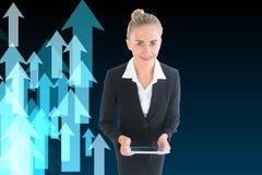 Geschäftsfrau, die neue Tablette hält Lizenzfreies Stockfoto