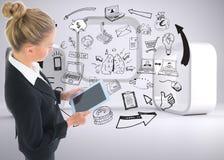 Geschäftsfrau, die neue Tablette hält Stockbild