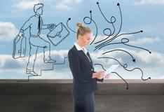Geschäftsfrau, die neue Tablette hält Stockbilder