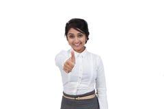 Geschäftsfrau, die oben Daumen gestikuliert Lizenzfreies Stockbild