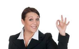 Geschäftsfrau, die okayzeichen zeigt Lizenzfreies Stockbild