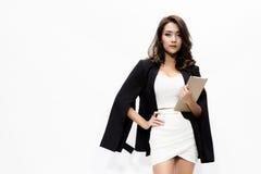 Geschäftsfrau, die Tablette hält Lizenzfreie Stockbilder