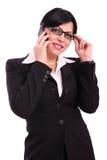 Geschäftsfrau, die am Telefon spricht Stockfotografie