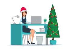 Geschäftsfrau, die am Tisch sitzt Baum des neuen Jahres Lizenzfreie Stockbilder
