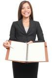 Geschäftsfrau, die unbelegtes Notizbuch copyspace schreibt   Lizenzfreie Stockbilder