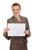 Geschäftsfrau, die unbelegtes Zeichen anhält Stockfoto