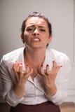 Geschäftsfrau, die unter Krise leidet Lizenzfreies Stockfoto