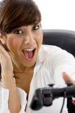 Geschäftsfrau, die Videospiel spielt Lizenzfreie Stockfotografie