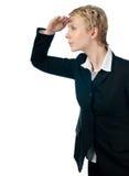 Geschäftsfrau, die vorwärts schaut Stockfotografie