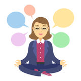 Geschäftsfrau, die während der Meditation denkt Frau, die Yoga tut Lizenzfreies Stockbild