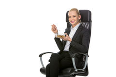 Geschäftsfrau, die zu Mittag isst Stockbild