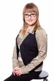 Geschäftsfrau in einem Hemd, in einer Weste und in Gläsern Stockfoto