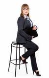 Geschäftsfrau in einem Hemd, in einer Weste und in Gläsern auf Wechselstrom Stockfotografie