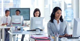 Geschäftsfrau in einem Kundenkontaktcenter Lizenzfreies Stockfoto