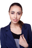 Geschäftsfrau in einem schwarzen Anzug, lokalisiert auf weißem Hintergrund Stockfotografie