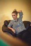 Geschäftsfrau in einem Stuhl Lizenzfreies Stockbild