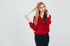 Geschäftsfrau in einer roten Bluse Lizenzfreie Stockbilder
