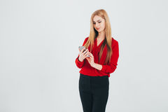 Geschäftsfrau in einer roten Bluse Stockbild