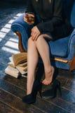 Geschäftsfrau entspannen sich abwickeln Alkoholgetränk Stockfotografie