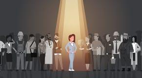 Geschäftsfrau-Führer-Stand Out From-Mengen-Einzelperson, Scheinwerfer-Mietmenschliche Ressourcen-Einstellungs-Bewerberleute-Grupp stock abbildung